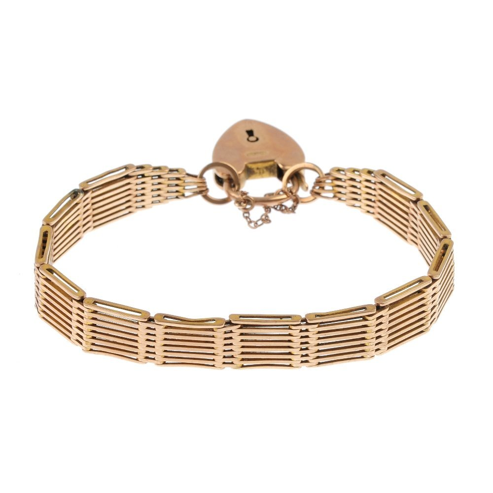 An early 20th century 9ct gold gate bracelet.
