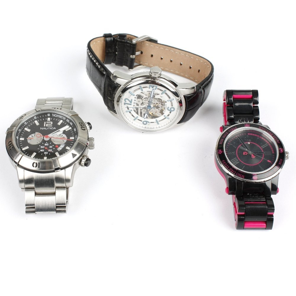 A mixed group of watch movements.