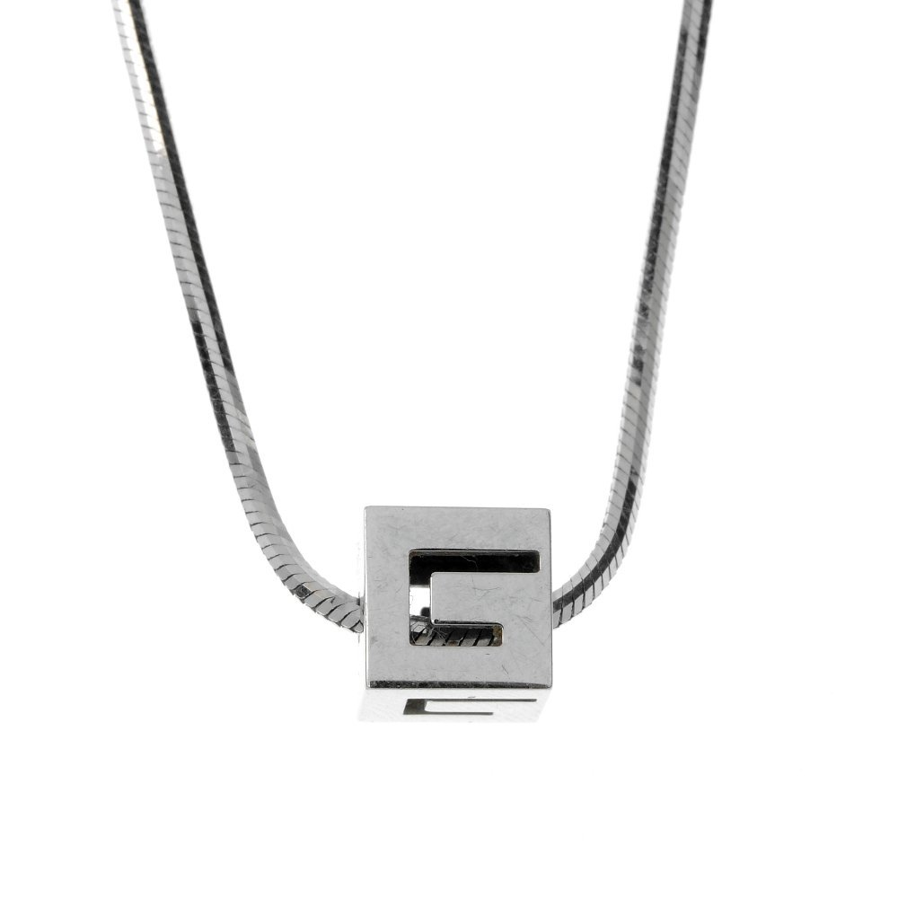 GUCCI - an 18ct gold necklace.