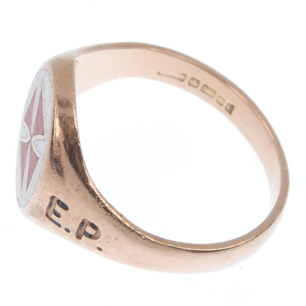 A 9ct gold Masonic Knights Templar enamel signet ring. - 2