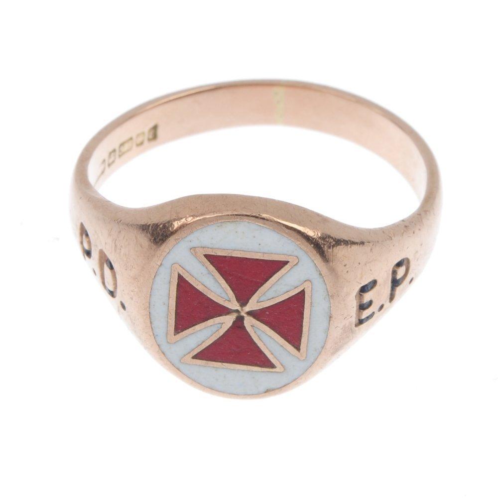 A 9ct gold Masonic Knights Templar enamel signet ring. - 3