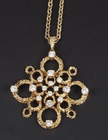 7: 18ct gold diamond set pendant of textured