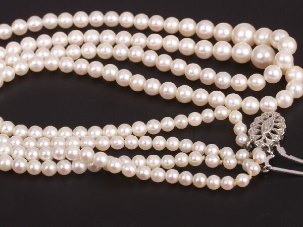 13: Graduated two row cultured pearl necklet