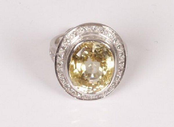 17: 18ct white gold oval collet set yellow sa