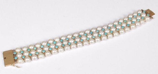 22: Three row 7.5mm cultured pearl bracelet w