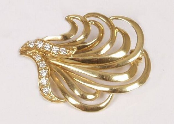 23: Yelllow gold spray brooch set ten small d