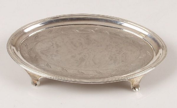 1012: George III oval teapot stand, with reed