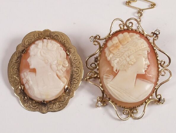 1: 9ct gold oval shell cameo brooch depicting a young m