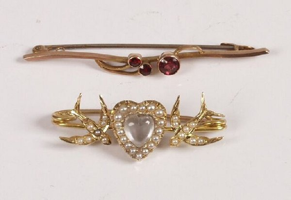 4: Late Edwardian 9ct gold paste set bar brooch, also a