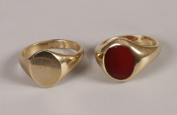 15: Two gentleman's 9ct gold signet rings to include on