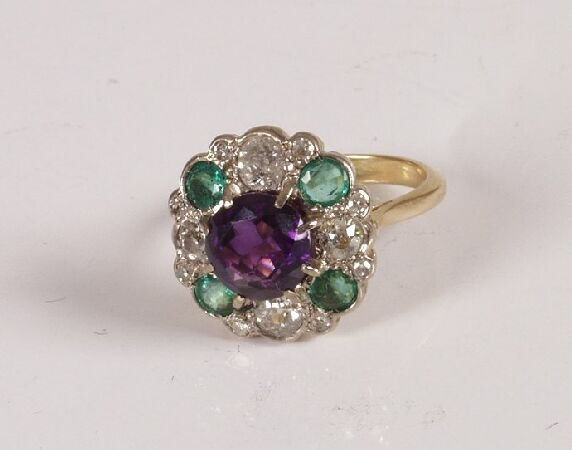 23: 18ct gold central amethyst and diamond with emerald