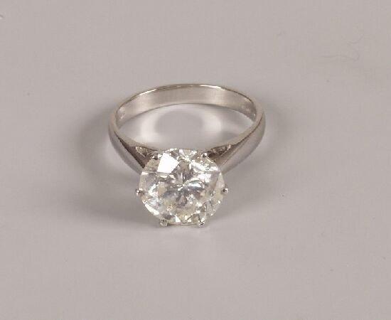 48: 18ct white gold mounted diamond single stone ring,