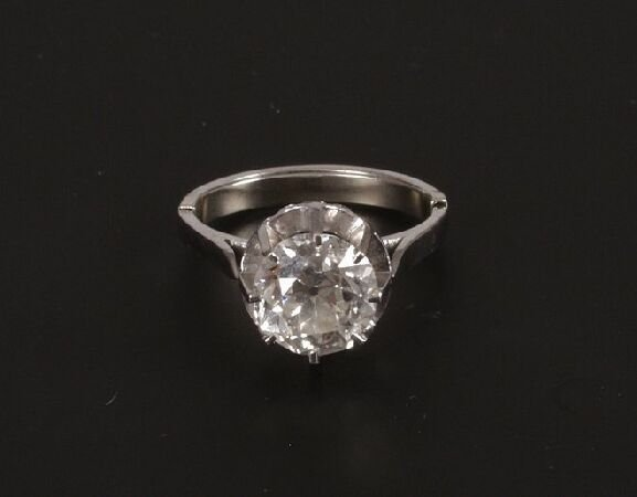 427: Diamond single stone ring, claw set with a brillia