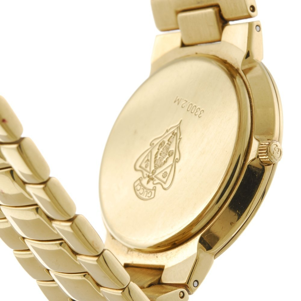 GUCCI - a gentleman's 3300.2M bracelet watch with a - 2