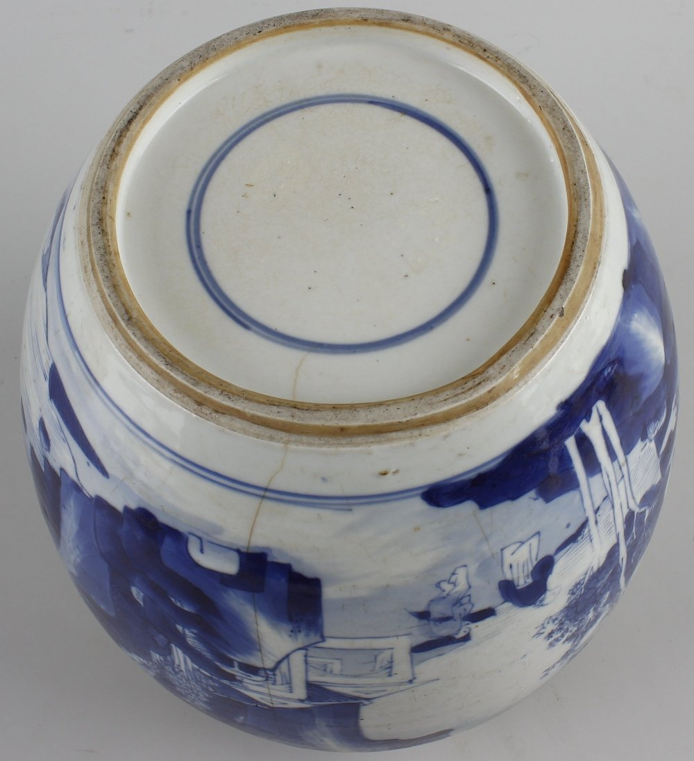 A large Chinese porcelain blue and white jar. - 4