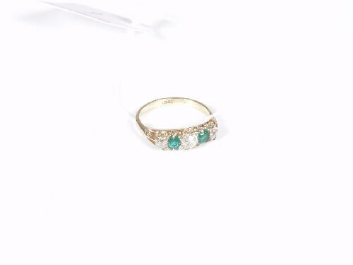 1006: 18ct yellow gold emerald and old cut di
