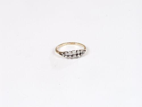 1007: 18ct gold two row old cut diamond twelv