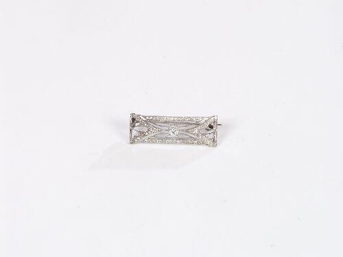 1008: Late Edwardian delicate rectangular dia