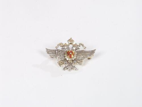 1009: 9ct bi-colour gold double headed eagle