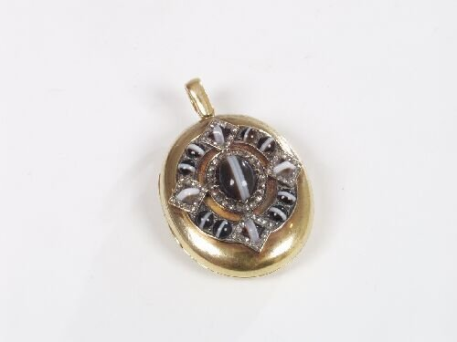 1011: Victorian gold oval locket, the front o