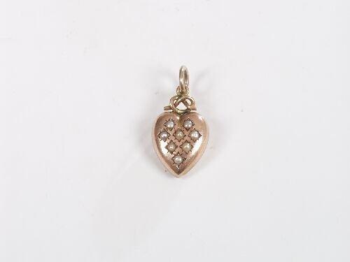 1019: 9ct rose gold heart shape pendant set e
