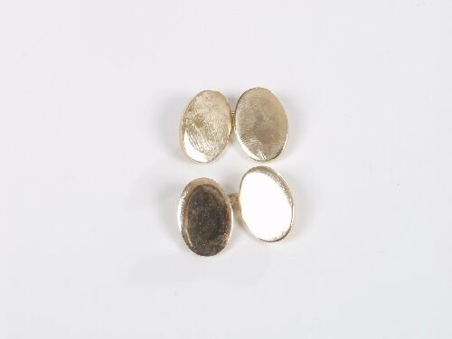 1021: Pair of 9ct gold plain oval chain conne