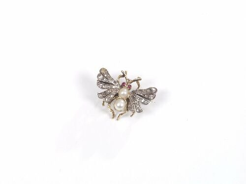 1024: Victorian gold small butterfly brooch w