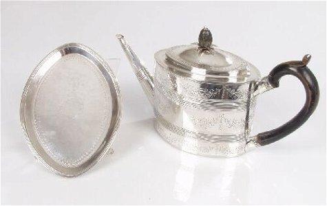 2134: A George III oval shaped tea pot and st