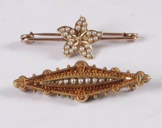 2: Edwardian 15ct gold lozenge shape brooch with centra