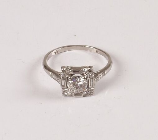 3: An all diamond square cluster ring with central roun
