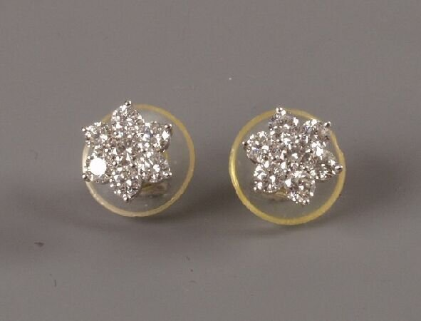 4: Pair of seven stone diamond daisy cluster earstuds w