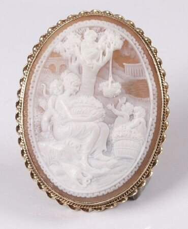 7: 9ct gold farmed oval shell cameo brooch depicting a