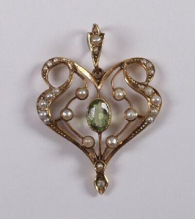 12: 9ct gold Art Nouveau pendant set with a central per