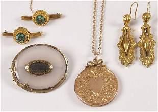 Edwardian 9ct gold circular locket with chain, a pa