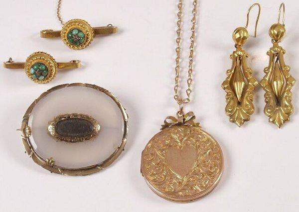 14: Edwardian 9ct gold circular locket with chain, a pa