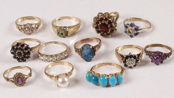 18: Twelve assorted 9ct gold gem and paste set dress ri
