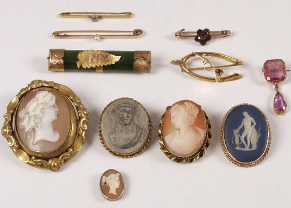 21: 9ct gold framed Wedgwood brooch, three cameo brooch