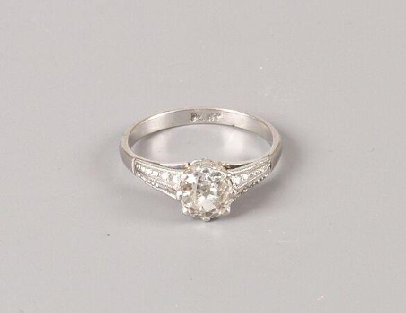 23: Platinum mounted old cut diamond single stone ring