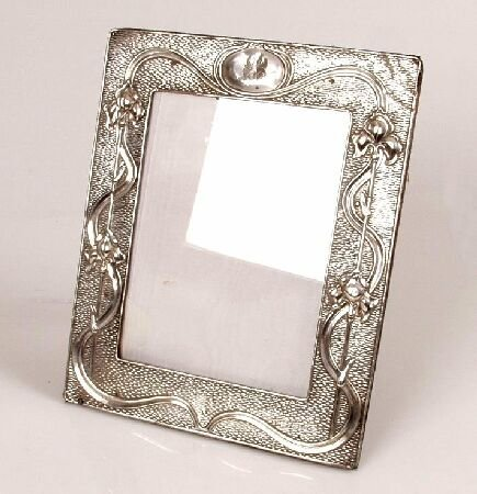 1008: Edwardian mounted easel back photograph frame, of