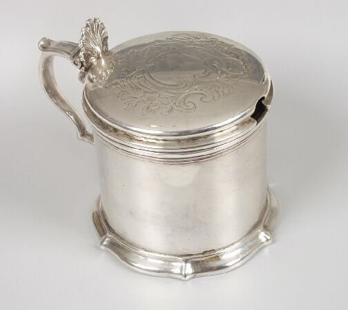 1010: A Victorian drum shaped mustard pot with engraved