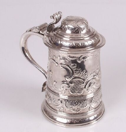 1017: George III tankard, of tapered cylindrical form,