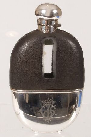 1022: Edwardian glass flask with silver cup and fitting