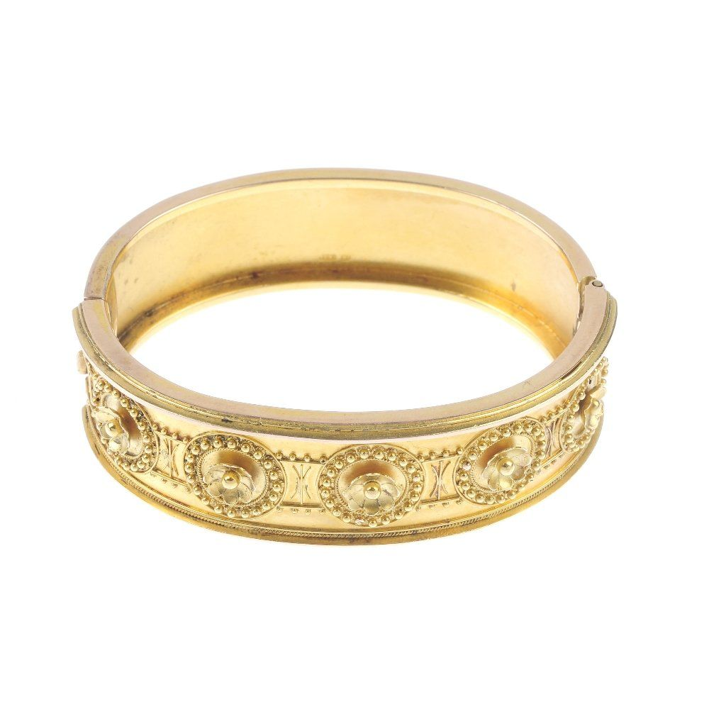 A late Victorian 15ct gold hinged bangle.