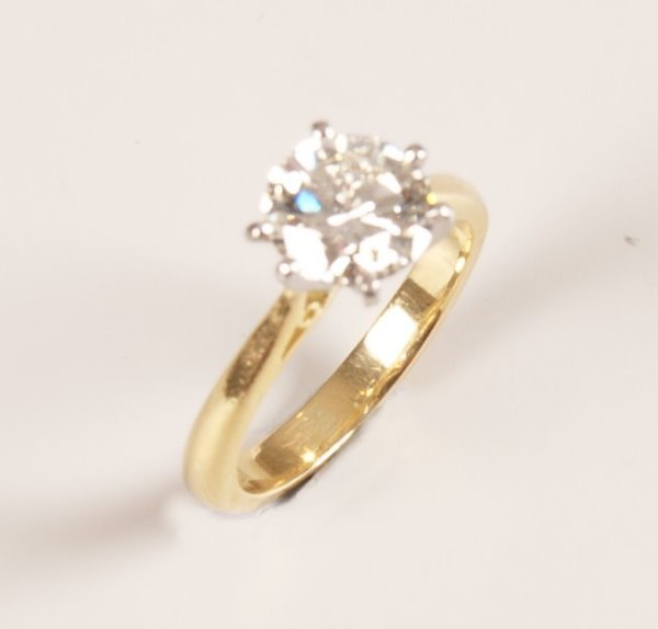 11: 18ct gold single stone round brilliant diamond ring