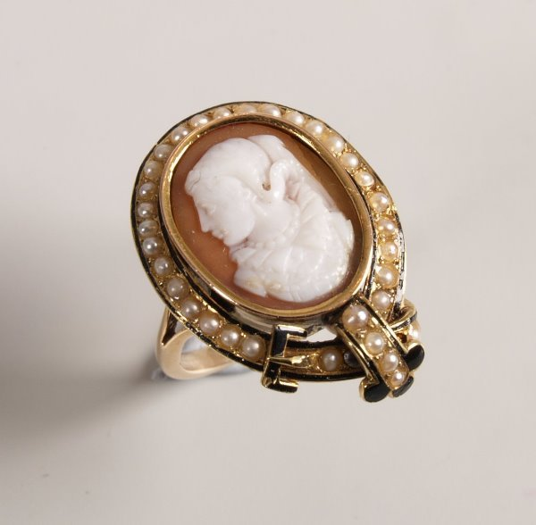 26: Cameo and seed pearl ring with central cameo depict