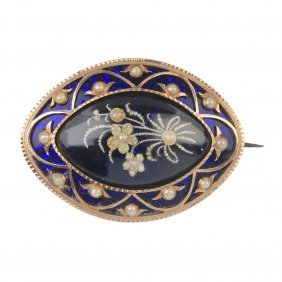 A Late 18th Century Gold Memorial Brooch.