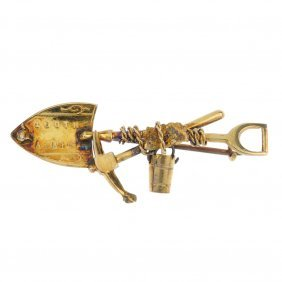 A Late 19th Century 9ct Gold 'digger' Brooch. The