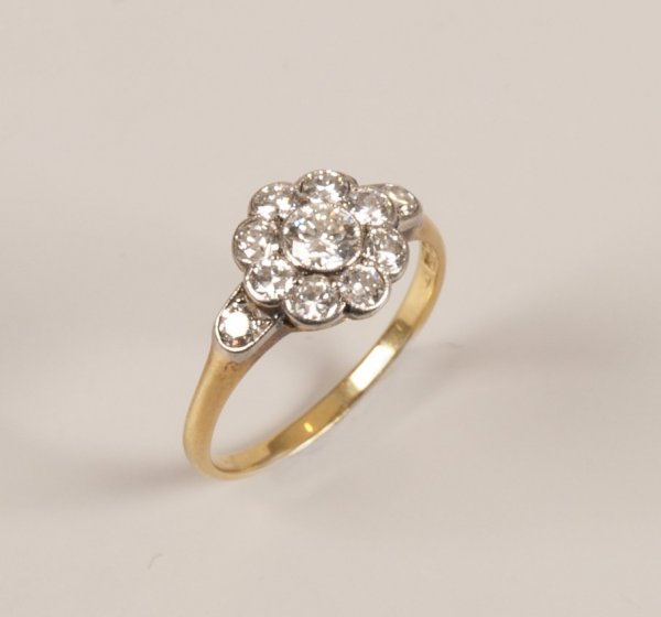 2: 18ct gold diamond cluster ring, with a central round