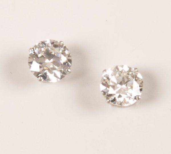 23: 18ct white gold round brilliant diamond set stud ea