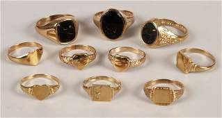 791 A collection of ten 9ct gold signet rings to inclu